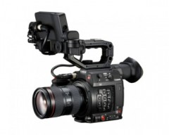 Canon Cinema EOS C200 EF Super 35mm 4K Digital Cinematography Camcorder and 24-105mm f/4.0 IS II USM Lens Kit