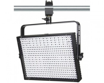 LUPOLED 560 DMX da 560 LED ad alta resa cromatica (CRI 94)